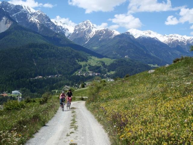 Wander und Radwege in Vnà